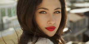 How to apply matte lipstick